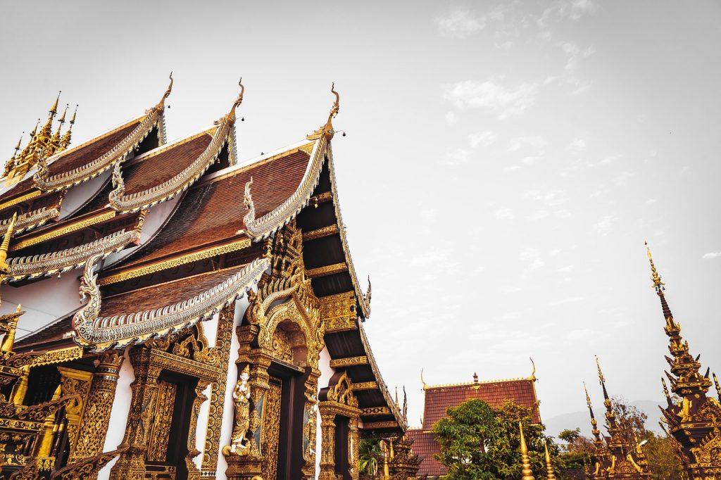 Храм в Таиланде. Отражения в зеркале сознания
